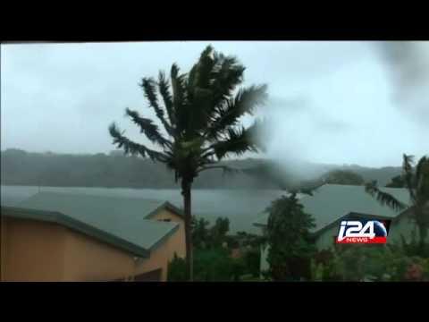 Cyclone Pam brings red alert to Vanuatu