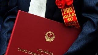 Từ 'bắt cô giáo quỳ' tới phong hàm Giáo sư ở Việt Nam