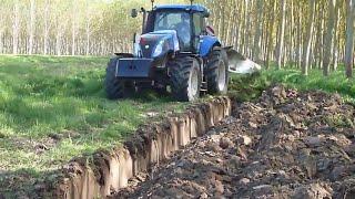 Tractor desfondando, arado reversible monosurco | Tractor volteando.