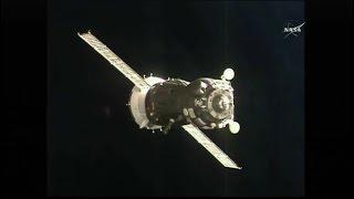 Soyuz TMA-19M Docking (time lapse)