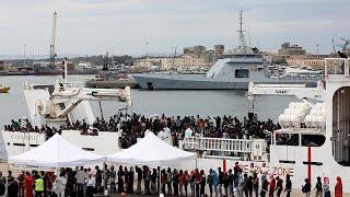 Egy másik, csaknem ezer menekültet szállító hajót beengedtek az olaszok