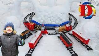 Запускаем Поезд и паровозики в снегу! Игрушки железная дорога и новые Поезда для детей/ Toy trains