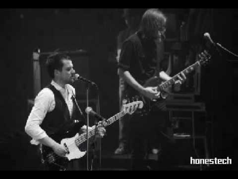 The Killers- Waiting For Love (with Lyrics)