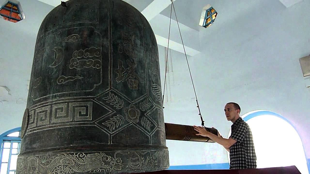 minute long ringing of huge bell at top of pagoda youtube