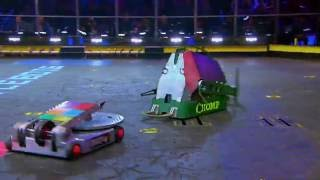 Chomp vs. Disk O' Inferno - FULL BATTLE - BattleBots(Now that's a fight - watch the epic full battle of Chomp vs. Disk O' Inferno! Subscribe: http://goo.gl/mo7HqT., 2016-07-07T18:13:41.000Z)