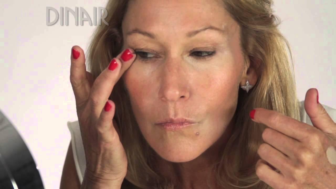 Airbrush makeup on mature skin