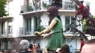 Royal de Luxe - La petite géante fait de la trotinette 2009 St Nazaire