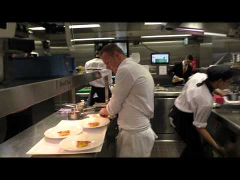 Service at the Michelin star restaurant Bord'eau in Amsterdam