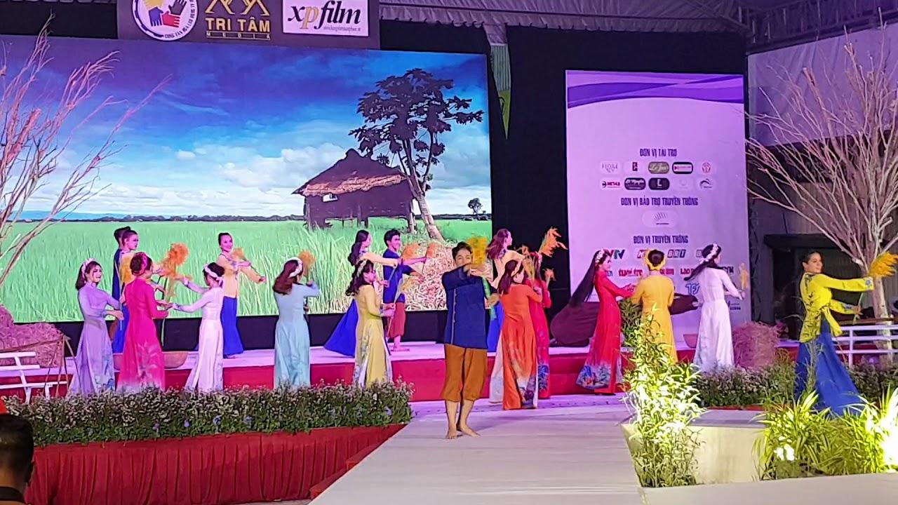 Chung ket Duyen dang ao dai Viet HDbank