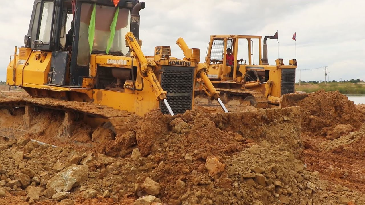 Heavy Equipment Operator and How to Operate a Bulldozer // Great Land Filling Machines Working
