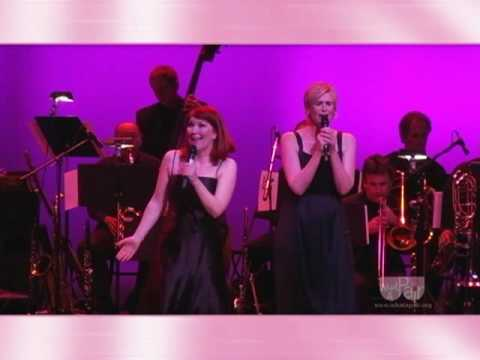 Kate Flannery Jane Lynch sing Fiddler on the Roof !
