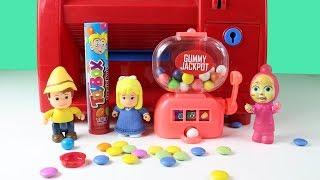 Peter Şirinlerin Değirmen Evinde Oyun Oynuyor Maşa Clara Peter ATM'den Sürpriz Yumurta Alıyor