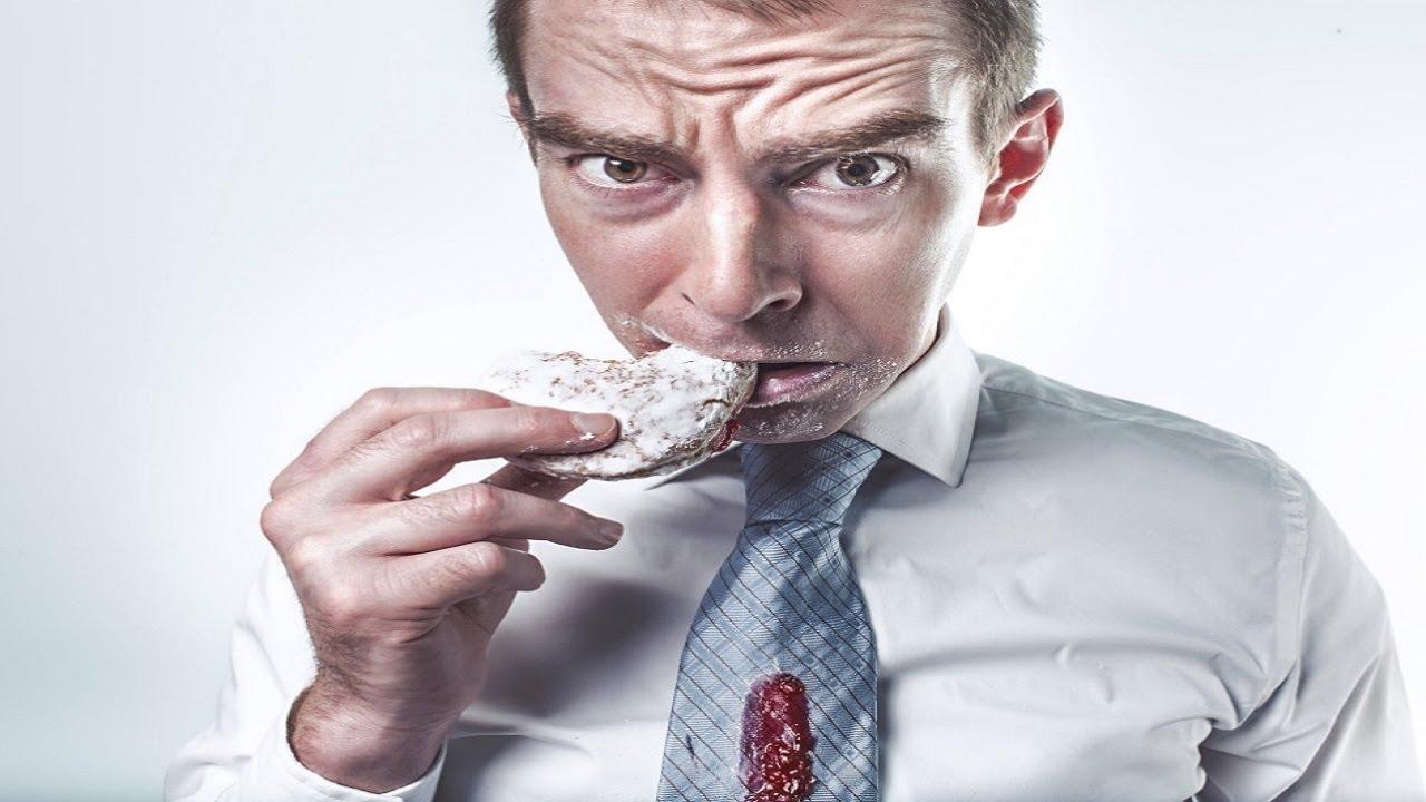 """☢ בול פגיעה - מה קורה אם אוכלים בעמידה? הרמב""""ם בעצות נפלאות!"""