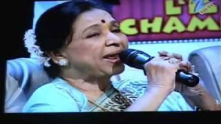 Asha Bhosle & Abhijeet Live - Zara Sa Jhoom Loon Main