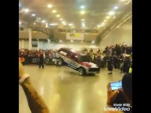 kereta menari