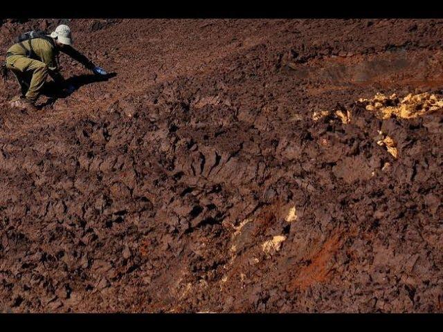 Giro Veja: Corpos em decomposição e mau cheiro dificultam buscas em Brumadinho