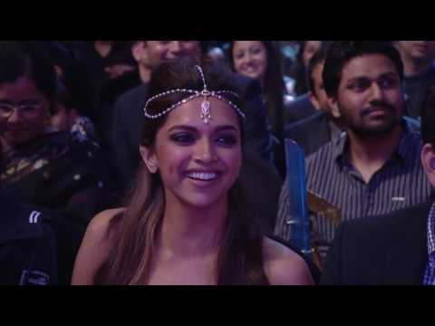 Shah Rukh Khan 's funny act with Bharti Zee Cine Awards 2014