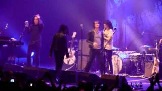Jack drags Alison off stage - The Dead Weather, Brixton