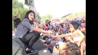 Download Video KANGGO RIKO (RATNA ANTIKA)  LASKAR KABUNAN MONATA Live In Ngemboh Ujungpangkah Gresik MP3 3GP MP4