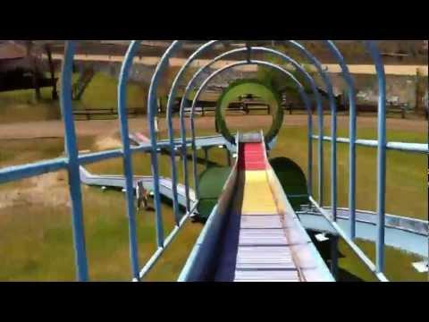 みつえ青少年旅行村の川にあるすべり台   Doovi