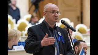 Смотреть видео Депутат из Санкт-Петербурга Максим Резник - об очередной пенсионной реформе онлайн