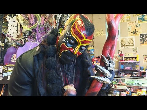 SCARE PRANK: Boogeyman terrifies Halloween shoppers