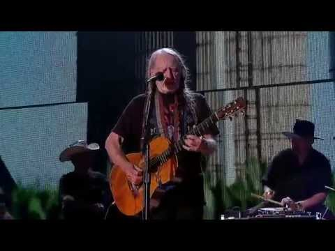 Willie Nelson - Angel Flying Too Close to the Ground(Live at Farm Aid 2014)