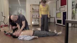 Come Salvare una Persona con il Defibrillatore?