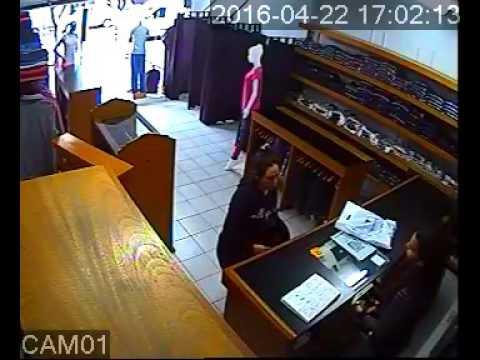 Video: una mechera en plena acción en un comercio céntrico