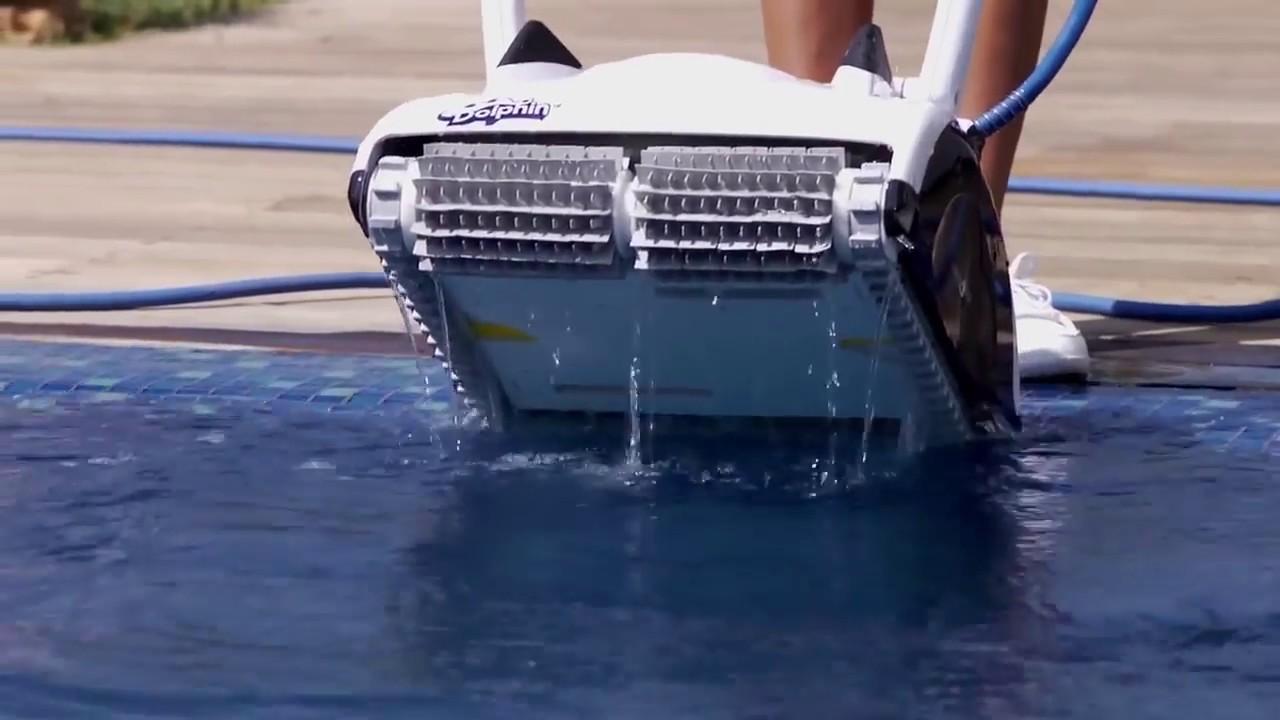 Robot pour piscine maytronics dolphin cosmos 30 raviday for Aspirateur piscine youtube
