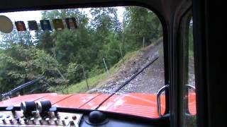 steile Bergstrecke mit dem Mowag - steep gravel road with the Mowag