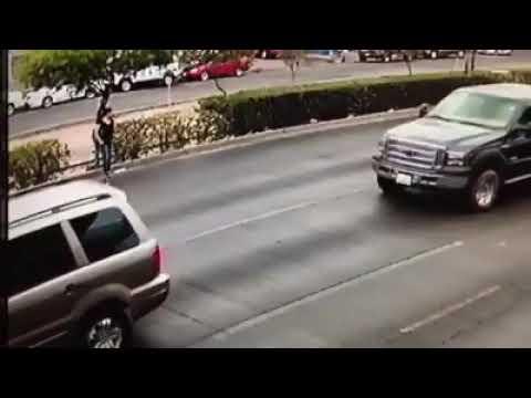 El drámatico momento en que una mujer es atropellada en México