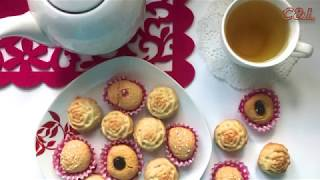Cupcakes cooked in silicone and paper forms  Cooking quickly, deliciously and simply