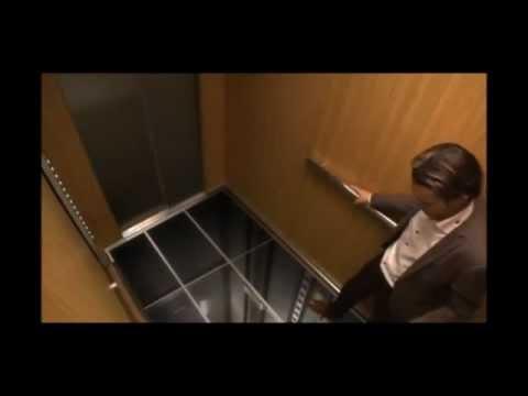 Sonny Starck.. le sol de l'ascenseur se derobe sous leurs pieds. Buzz. Humour.Vidéo poster