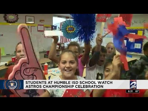 Timbers Elementary School students cheer on Astros during parade