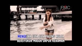 Video Ratna Koin - Aku Yang Dulu Bukan Yang Sekarang (Official Music Video) download MP3, MP4, WEBM, AVI, FLV April 2018
