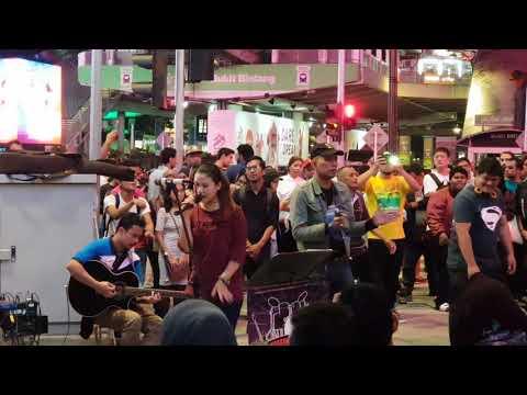 Redeem Buskers - sayang kinabalu cover Live @ Bukit Bintang , Kuala Lumpur.