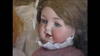Красноярка собрала коллекцию из 200 старинных кукол