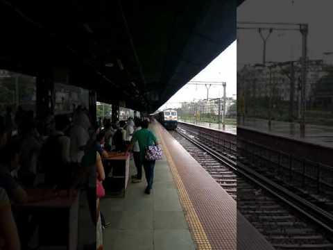 11083 Tadoba Express arriving at Thane