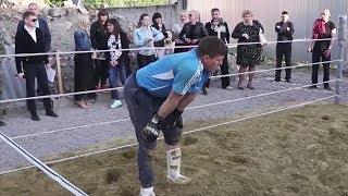 Alter Bauer töten alle MMA-Kämpfer !!!!