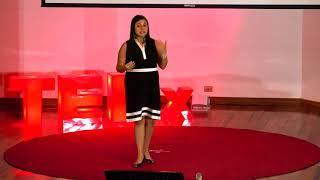 Rompiendo techos | Cynthia Castro | TEDxLlorenteWomen