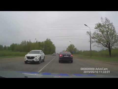 Смотреть Полиция опубликовала видео погони за пьяным водителем онлайн
