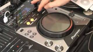 DJmag Review - Pioneer CDJ-400(DJmag test the new Pioneer CDJ400 multi-purpose deck with Pacha Ibiza's DJ Sarah Main., 2008-03-31T19:37:57.000Z)