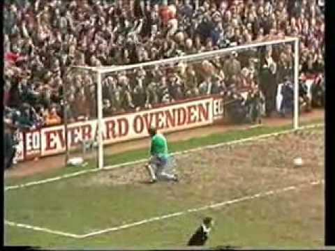 31 03 1976 eintracht frankfurt v west ham united doovi for Villa eintracht