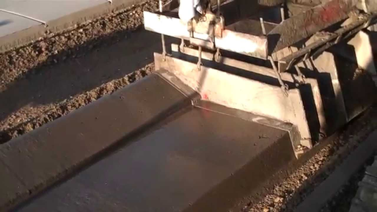 Concrete Extrusion Machine : Construction of concrete rolled curb gutter by extrusion