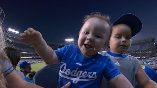 SD@LAD: Young fans take in Dodgers game