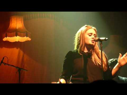 Adele - Chasing Pavements (Live in Manchester Academy 17 April 2011)