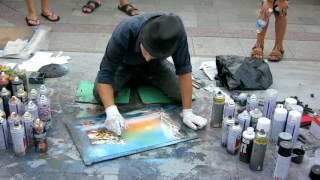 Уличный художник рисует из баллончика(Видео было записано в августе 2016г на набережной Ялты., 2016-10-26T06:15:12.000Z)