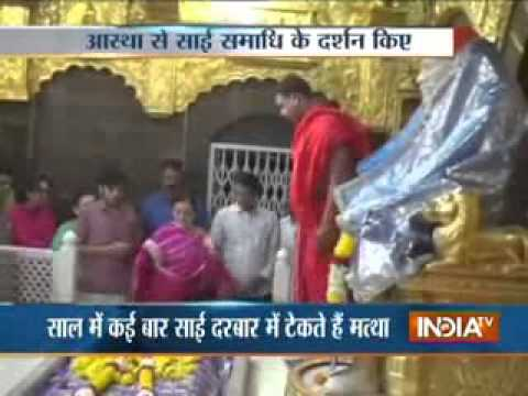 IPL Mumbai Team owner Nita Ambani visits Shirdi ~