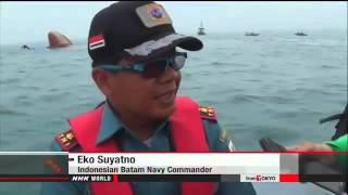 ► Cargo ship sinks in Singapore Strait, 6 missing